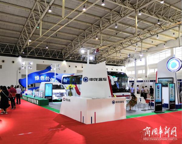 申龙新能源客车北京大放光彩