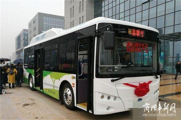 """首批""""开沃·泰歌号""""氢能城市客车量产车型在武汉发布"""