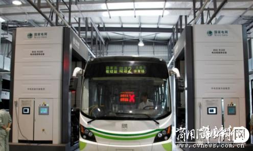 青岛公交:机器人6分钟换电池