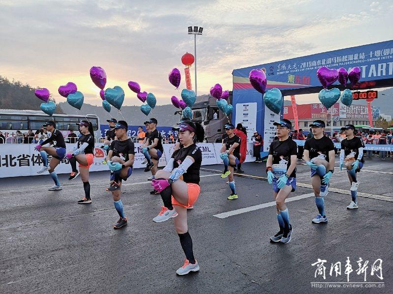 东风天龙助力十堰南水北调国际马拉松赛