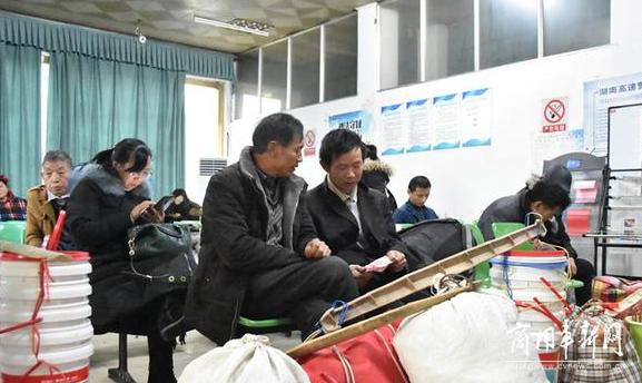 靖州:春运首日 汽车客运站发送旅客3000余人次