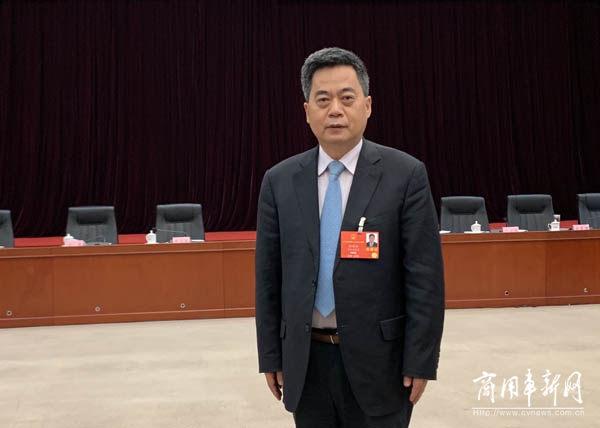 两会·聚焦| 全国人大代表刘汉如再为新能源重卡打Call