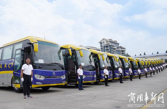 金旅豪华商务旅游车批量交付,携手贵州用户迎接旅游市场回暖