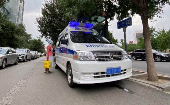 金杯救护车成为沈阳第一辆核酸检测流动车开上街头