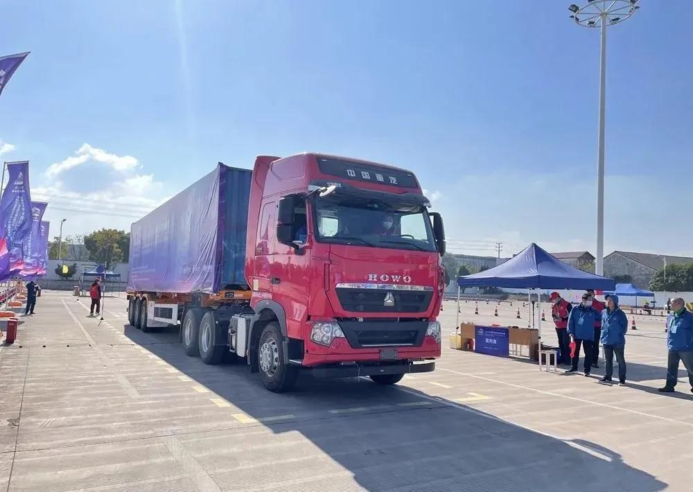 媲美进口重卡 中国重汽豪沃T7担纲国家一类技能竞赛用车