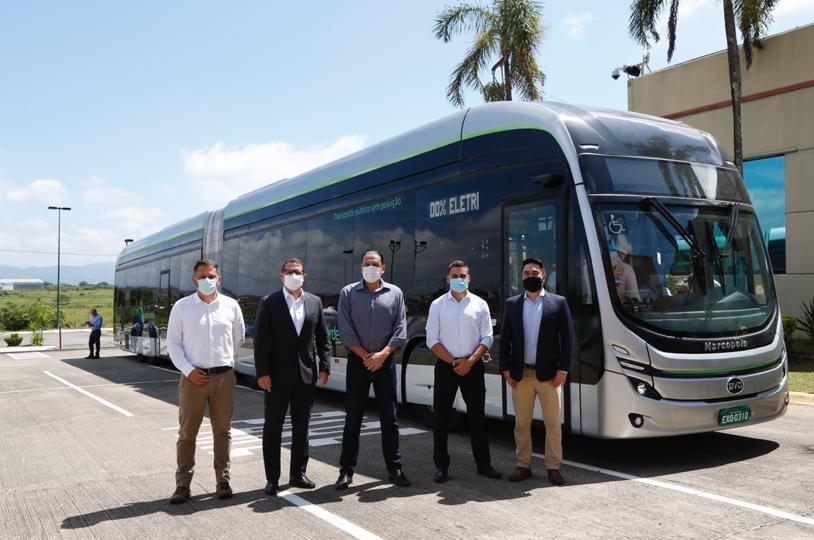 巴西首台本地制造的比亚迪纯电动铰链式大巴正式亮相