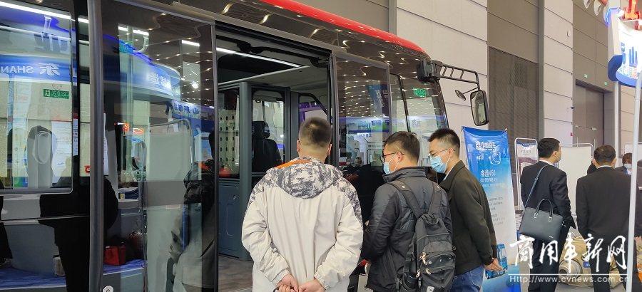 中通智造!睿通V60亮相中国西部国际制博会