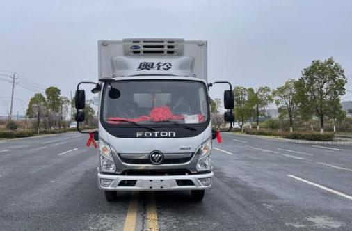 中国奥铃交付福建小白兔供应链管理有限公司15台冷藏车