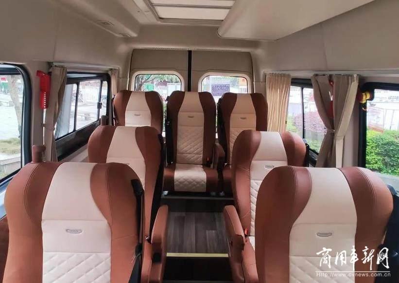 苏州金龙9座睿星精准助力桂林骏达擎画定制客运新蓝图