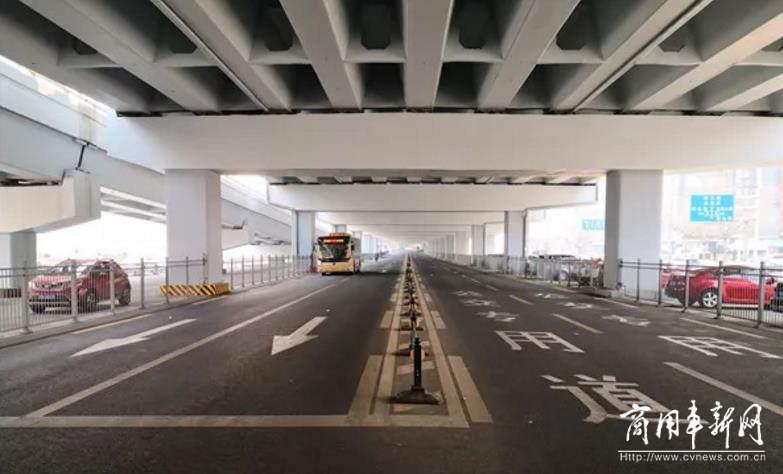 """公交驶上""""快车道"""" 哈尔滨首条公交优先走廊通车"""
