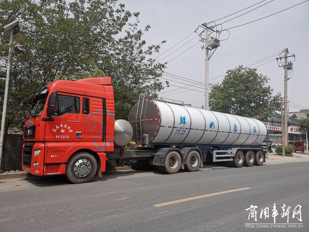 张师傅:运牛奶,汕德卡燃气车靠谱!