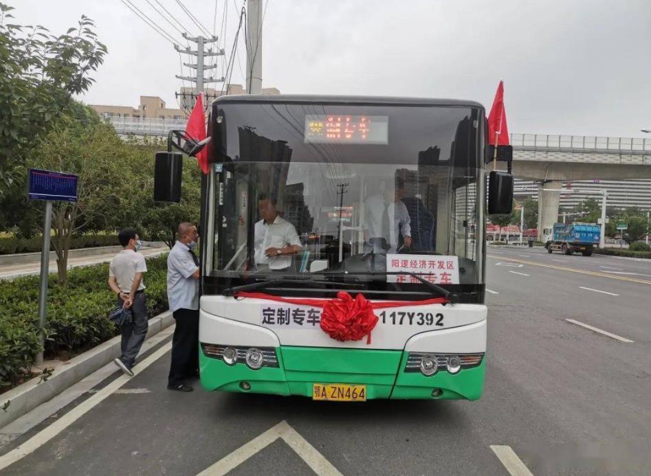 """武汉新洲阳逻:""""定制专车""""打通工业园区""""公交空白"""""""