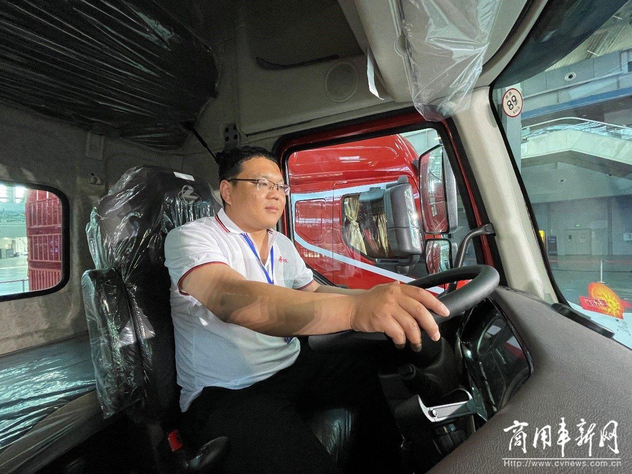 修车工的华丽逆袭!高明:你离成功只差一辆乘龙卡车