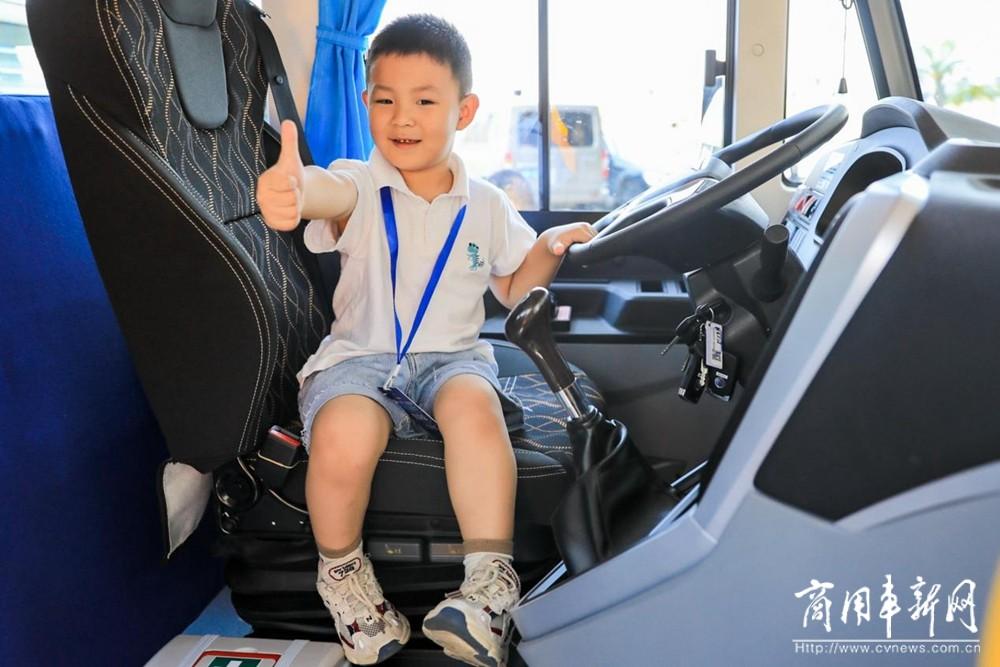 """打造校车""""安全+健康""""运营新范本!宇通如何成为他们的共同选择?"""
