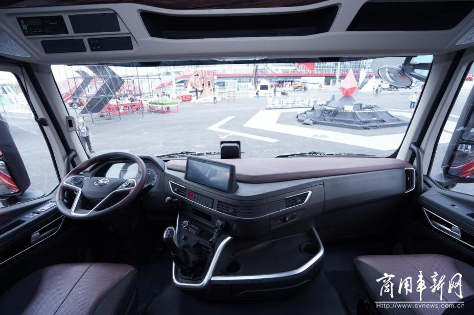 """上汽红岩杰狮H6荣获""""2021最受用户期待的高端智能牵引车"""""""