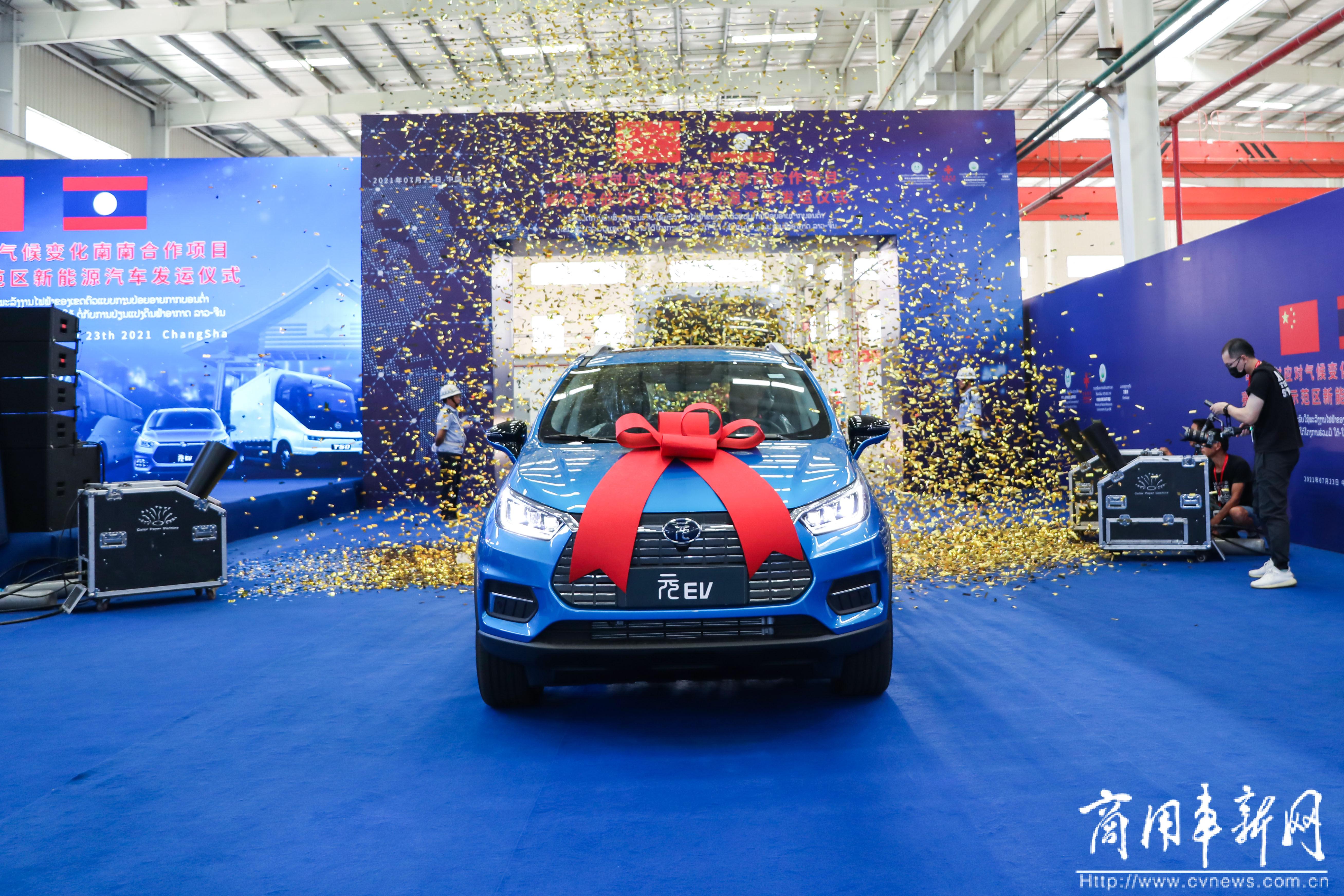 """释放南南合作""""减碳""""潜力!28辆比亚迪新能源汽车成功发运老挝"""