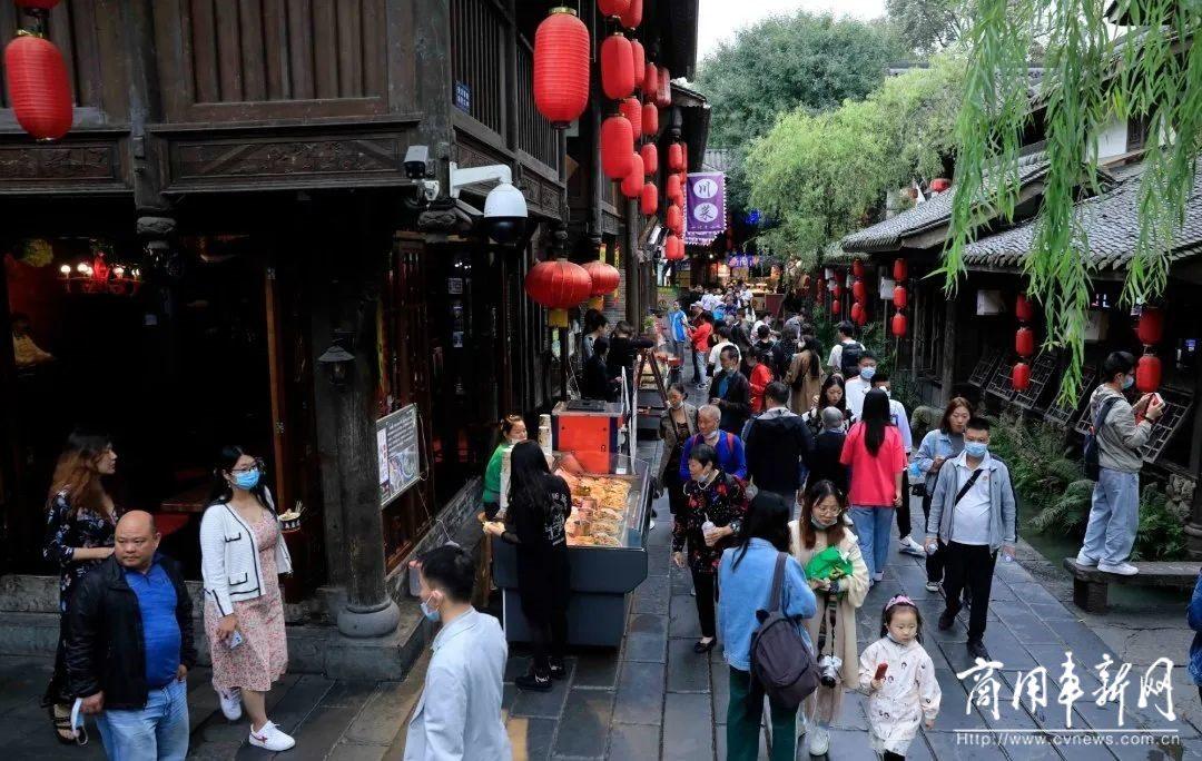 """""""补偿式出游""""需求强劲,旅游市场暑期遇冷后首次出现显著增长"""